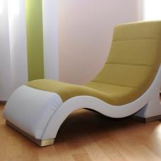 Moderne Design-Liege mit Edelstahlfüßen