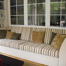 Sofa restauriert mit passenden Kissen