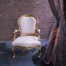 neubezogener Sessel